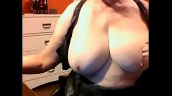 yung brazer boy mom boobs big Tamil actress kajal agarwal video 2016