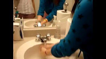 21 toilet geme Japa safada transando como uma profissional wwwarquivosexualcom