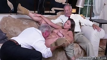 ass fuc daddy Takes advantage at gym by trainer
