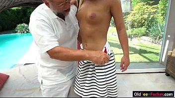 publicagent 307 julie The doctor puts needles in a pregiantchiks clyvixuterus